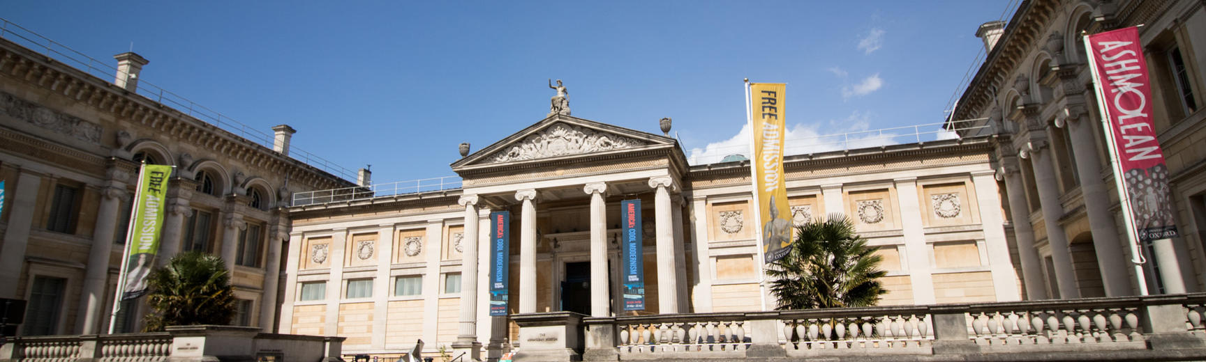 Photograph of the front of the Ashmolean Museum