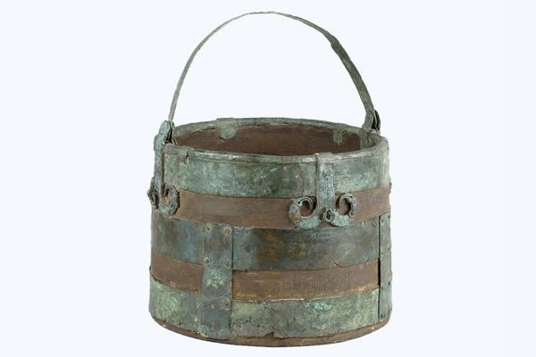 an 1909 305 bucket