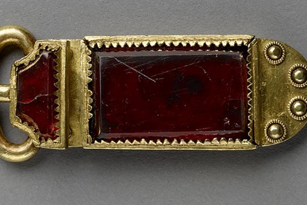an 1909 455 gold and garnet buckle