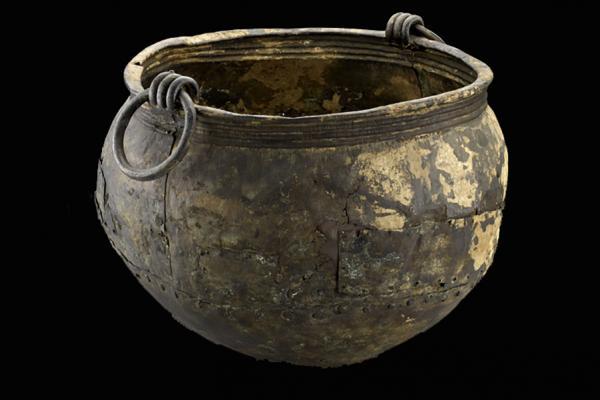 bronze_age_cauldron ashmolean